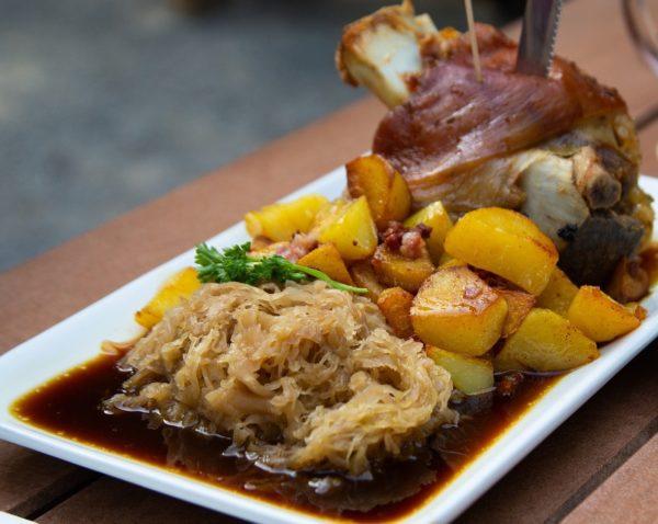 Kraut-Sauerkraut-Schlachtschmaus-Bauernschmaus-Schlachtplatte-Blutwurst-Selchwurst-Maischerl-Saumaise-Herbstschmaus-Kärntner Delikatesse