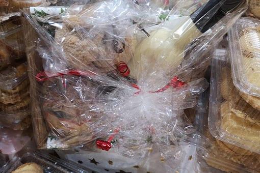 Weihnachtlicher-Geschenkskorb in liebevoller Verpackung von Danke Bauer in Villach.